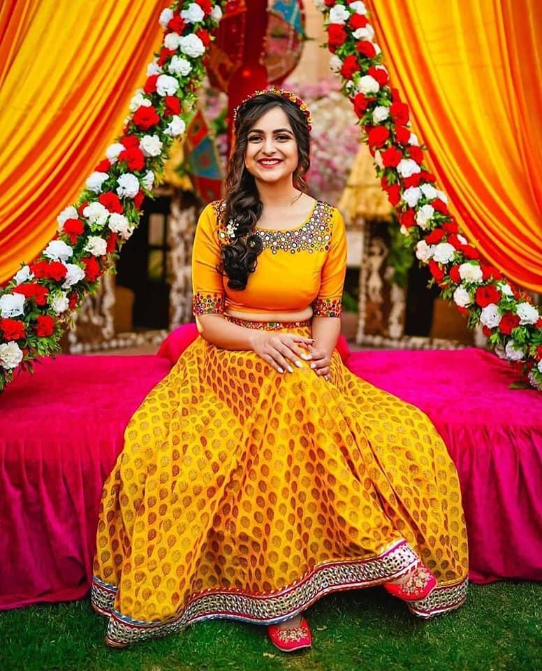 Simple yellow Lehenga & blouse for haldi ceremony