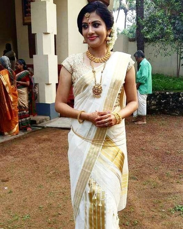 Traditional Kasavu south Indian wedding saree